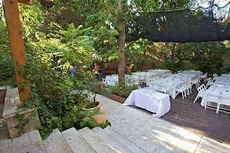 ניתן לקיים אירועים עד 220 איש בגן הפורח שלנו