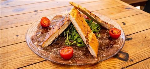 פטרה ביץ' - מסעדת בשרים בבת ים