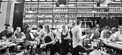 סושיאל קלאב - מסעדת קונספט בשדרות רוטשילד, תל אביב
