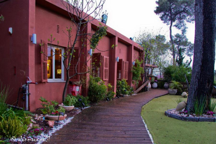 חצר המסעדה