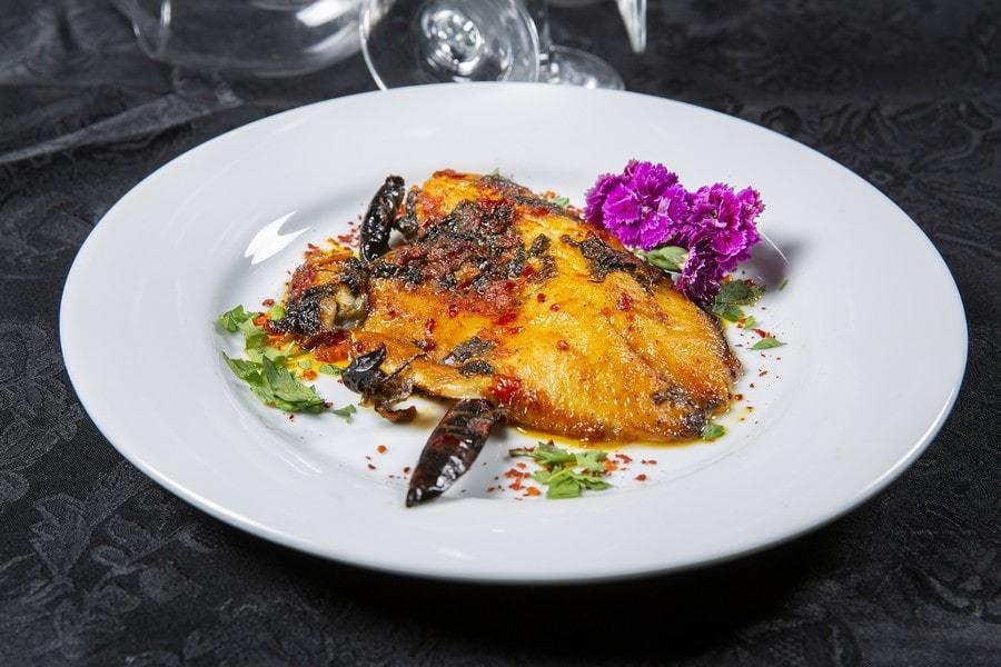 דג מושט ברוטב מרוקאי