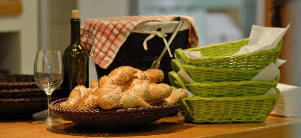 ברד אנד ברקפסט - Bread and Breakfast