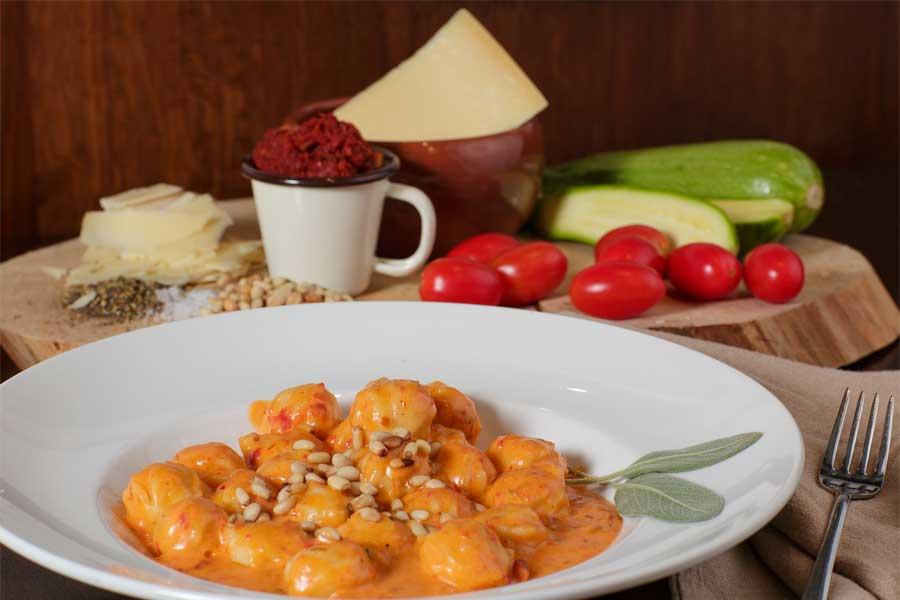 ניוקי מוצרלה ועגבניות מיובשות