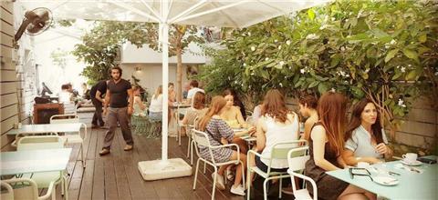 ג'ונסי גארדנר - בית קפה בתל אביב