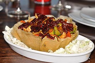 עוף עם אגוזי פקאן מסוכרים