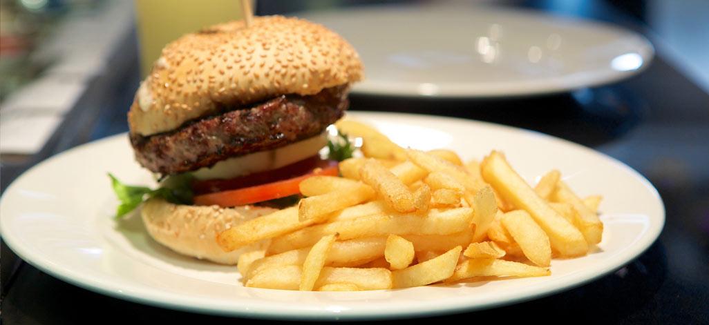 תמונת רקע בורגר סאלון Burger Saloon זכרון יעקב