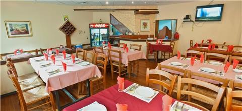 רוזמרין - מסעדה מזרחית במרכז מסחרי כפר ורדים, כפר ורדים