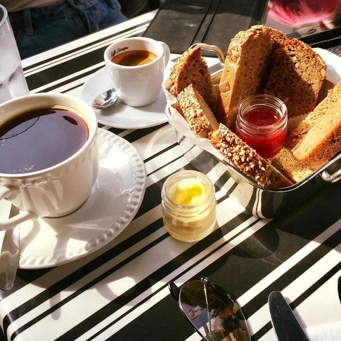 ארוחת בוקר מפנקת - לחם וחברים בוגרשוב