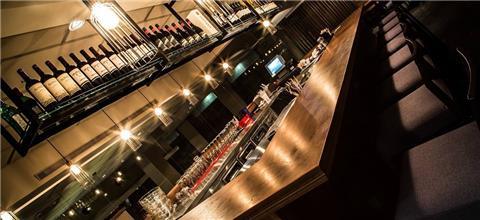 טי אל וי לאונג' - מסעדה אסייאתית בנמל תל-אביב, תל אביב