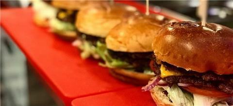 מנהטן דיינר אמריקאי - מסעדת המבורגרים בנמל חיפה, חיפה