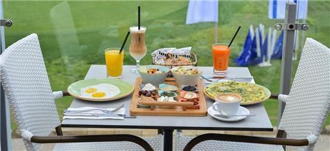 קפה בגולף - בית קפה בקיסריה