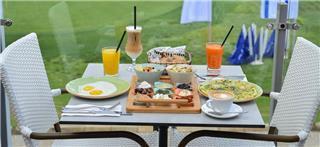 קפה בגולף בקיסריה