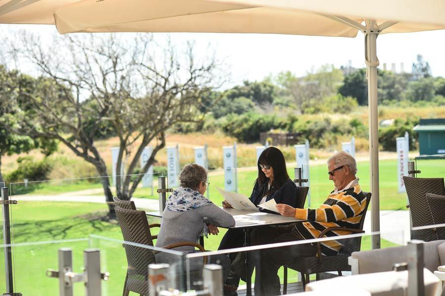 בית קפה בגולף קיסריה