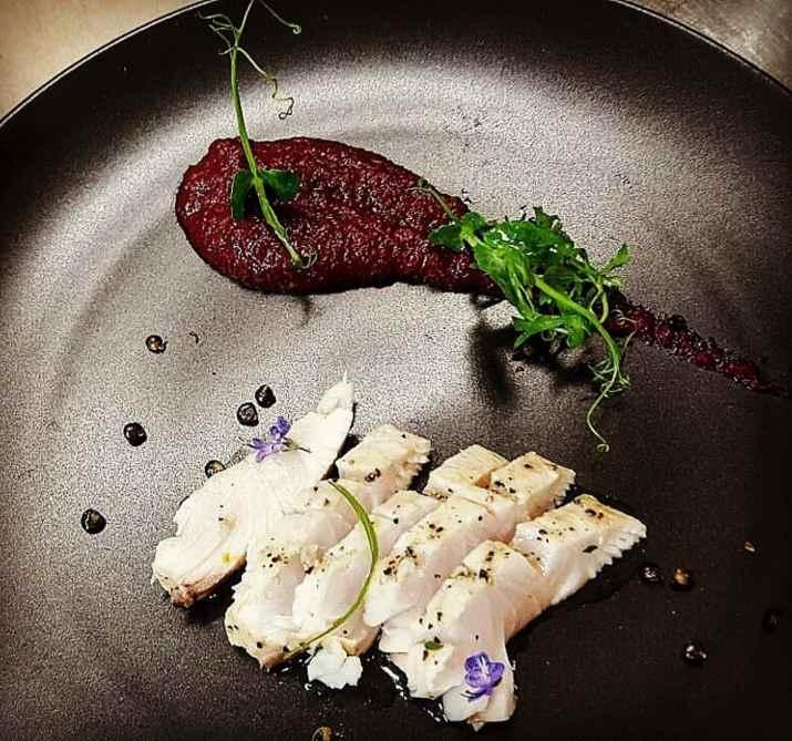דג מעושן בקרם סלק של מסעדת האקליפטוס (צילום: באדיבות המסעדה)