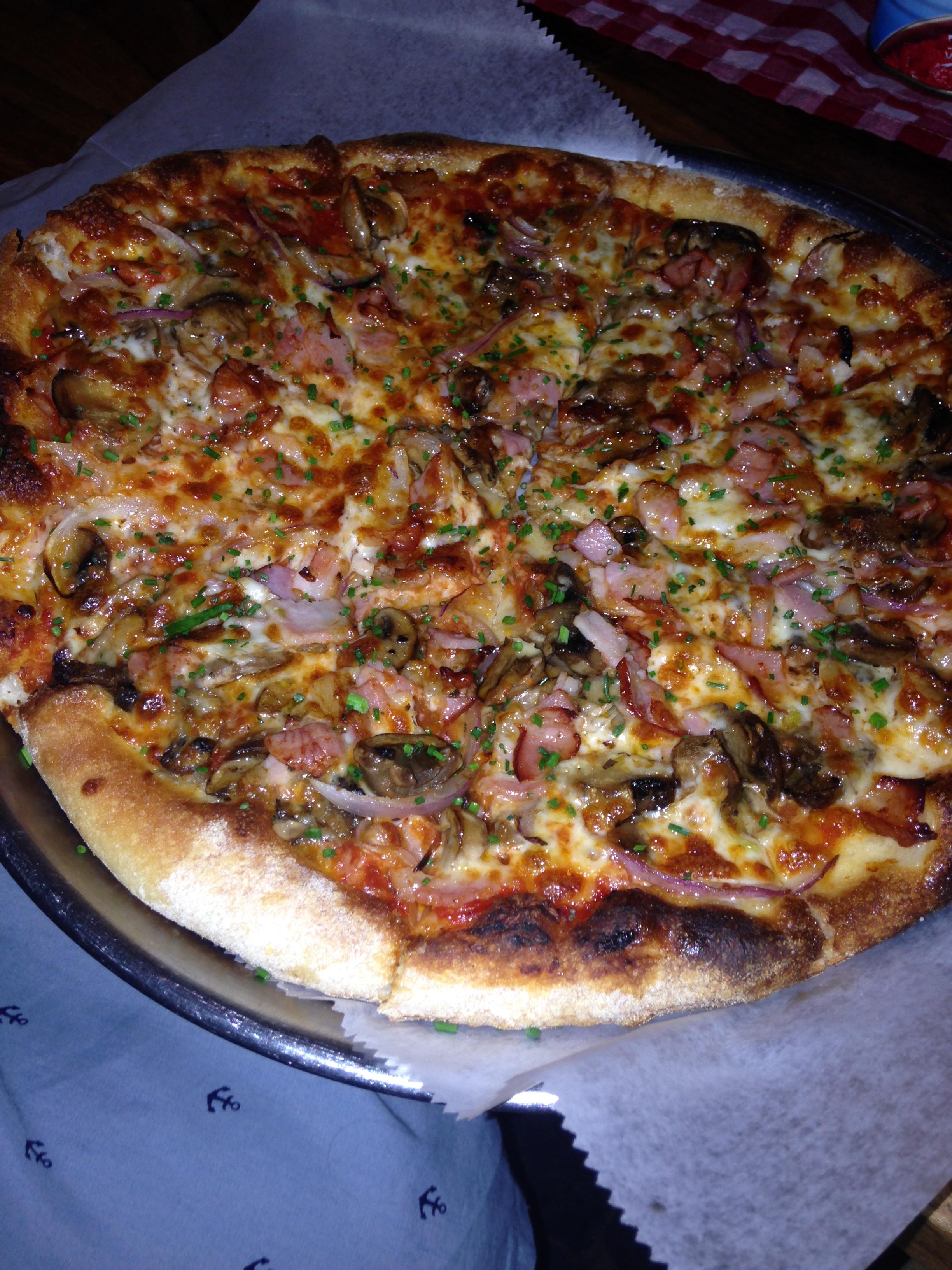 פיצה בייקון ופטריות - פיאצה