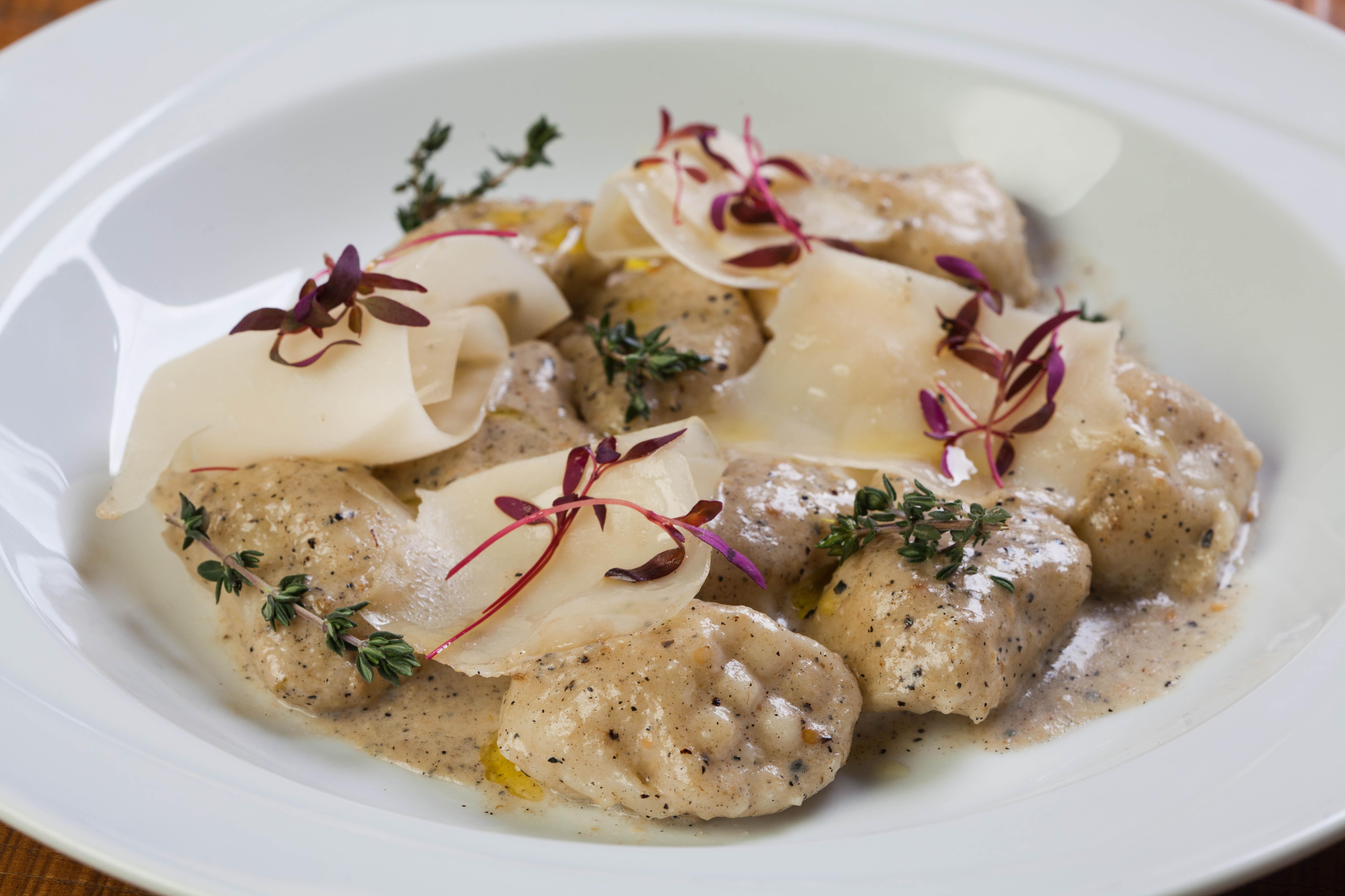 """ארוחת סילבסטר באיטלקיה בתחנה (צילום: יח""""צ)"""