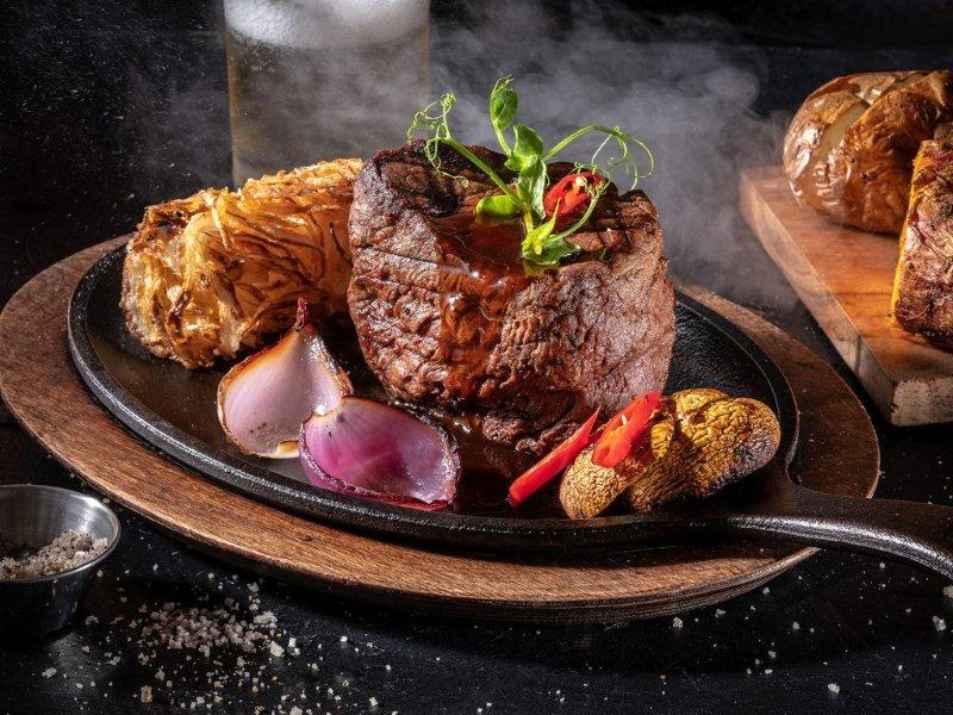 בשר במסעדת ראנץ' האוס ים המלח (צילום: באדיבות המקום)