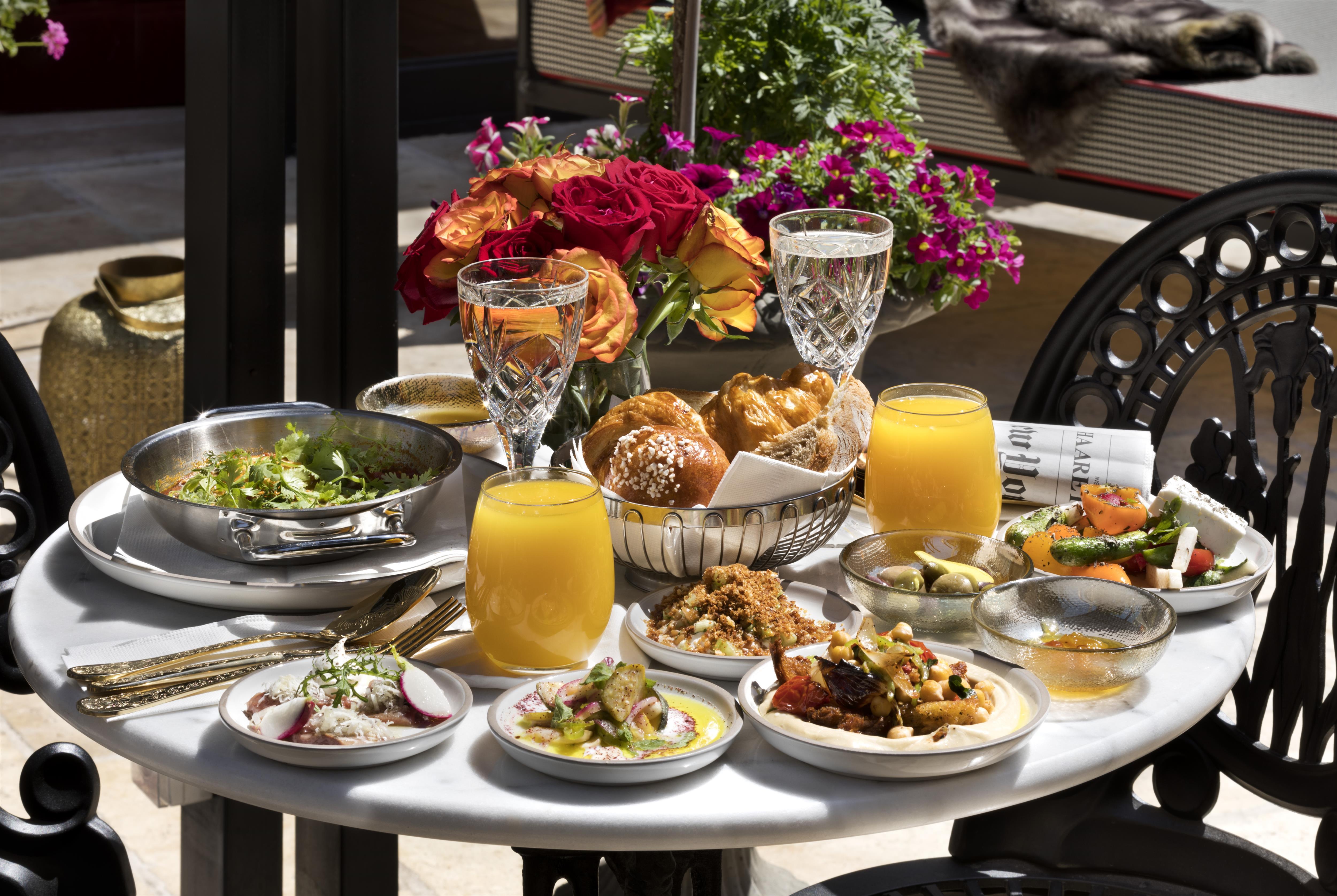 ארוחת בוקר בווילה בראון (צילום: אסף פינצ'וק)