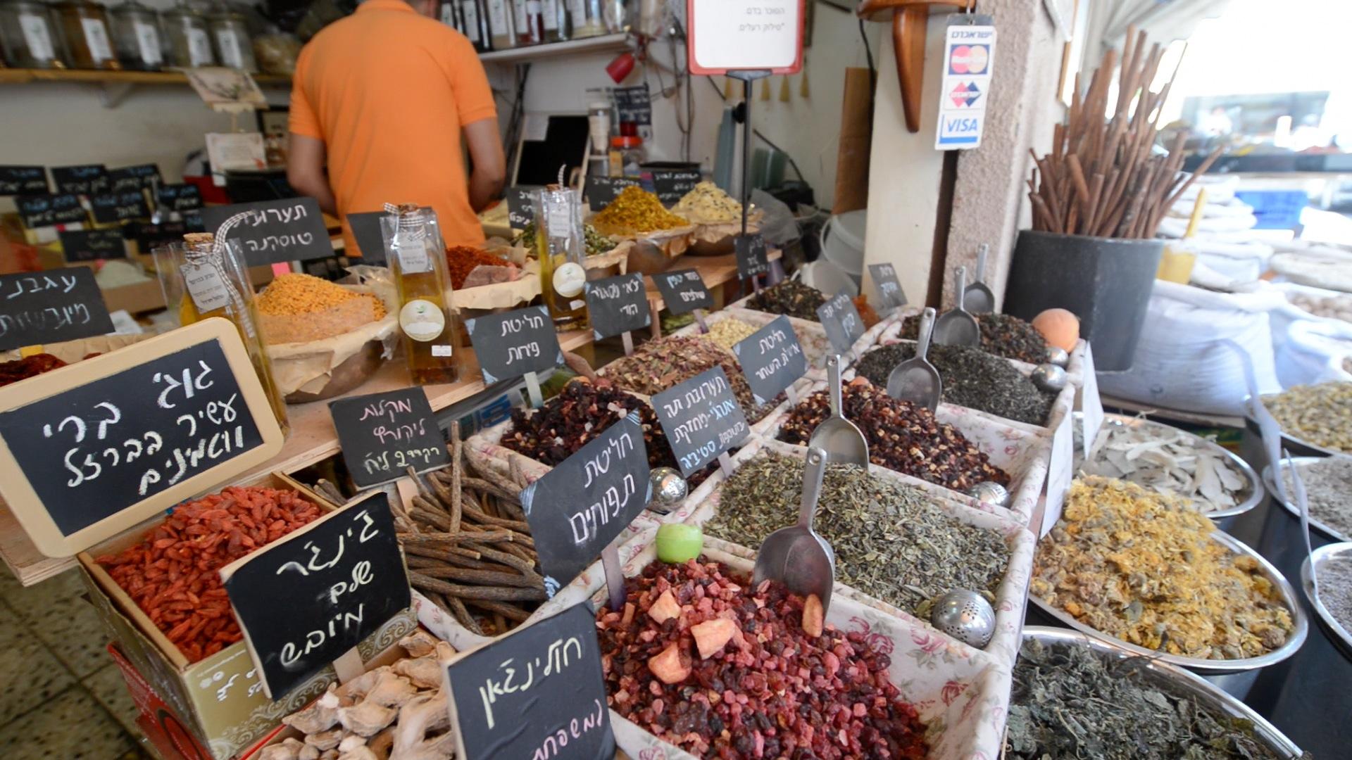תבלינים בשוק הכרמל (צילום: שי בן אפרים)