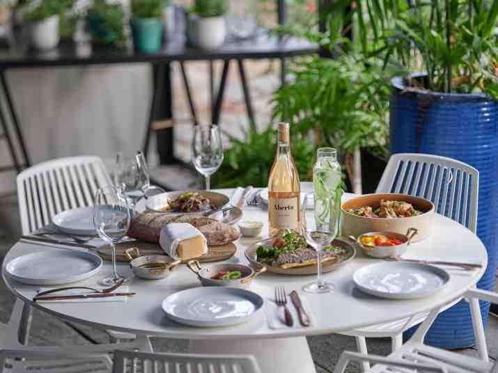 מסעדת אברטו בגדרה (צילום: אנטולי מיכאלו)