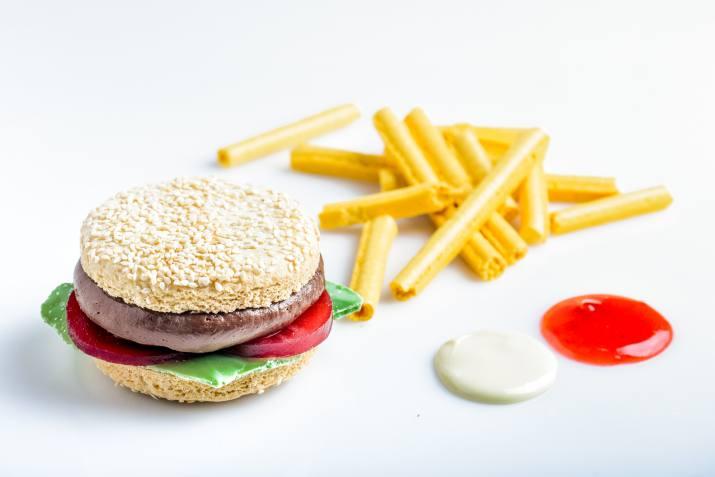 קינוח אלפחורס בצורת המבורגר ברשת BBB (צילום: גליה אבירם)