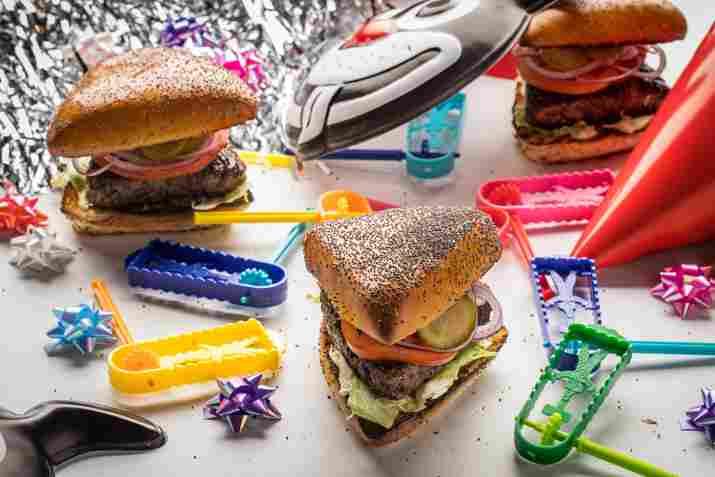המבורגר משולש ברשת מוזס (צילום: חיים יוסף)