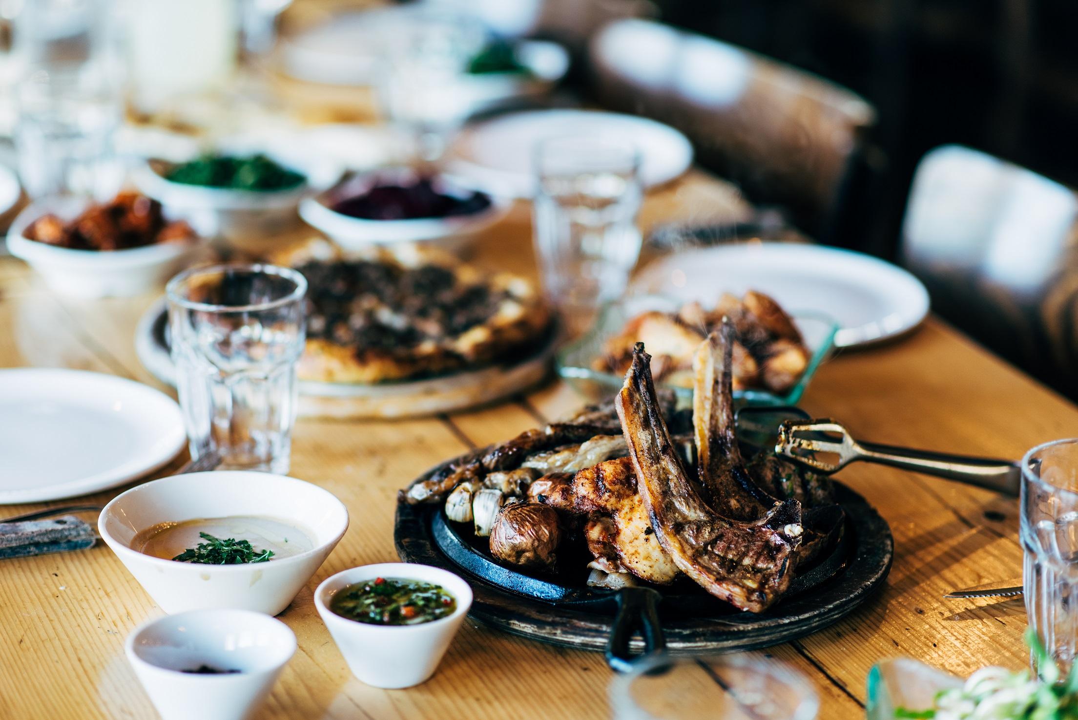 """ארוחה באיסקנדר (צילום: יח""""צ)"""