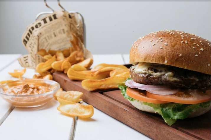 המבורגר בגזוז ביץ (צילום: גל זהבי)