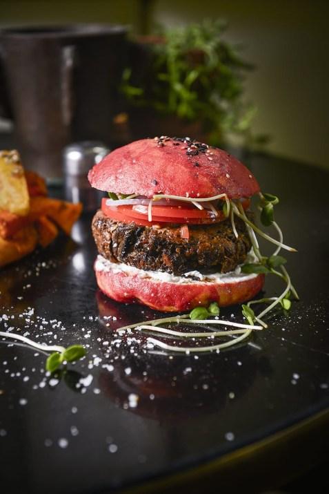 המבורגר טבעוני במשק ברזילי (צילום: בן יוסטר)