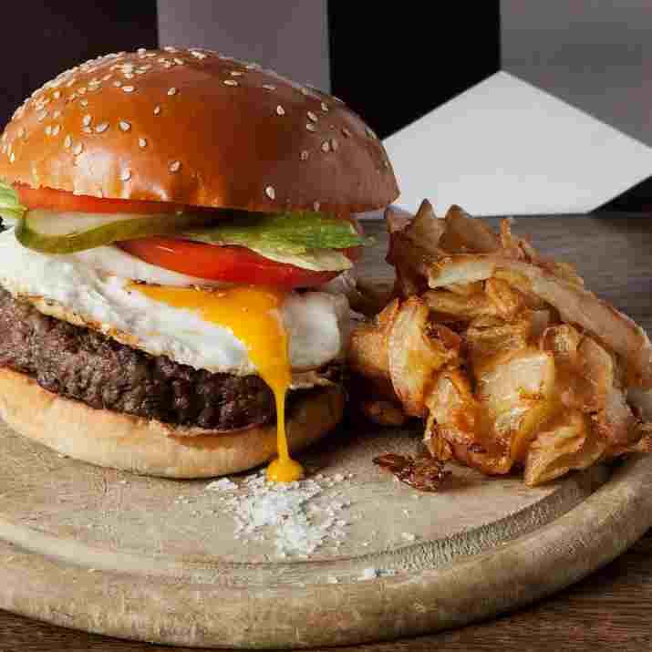 המבורגר באגאדיר (צילום: יעל ריבנאי)
