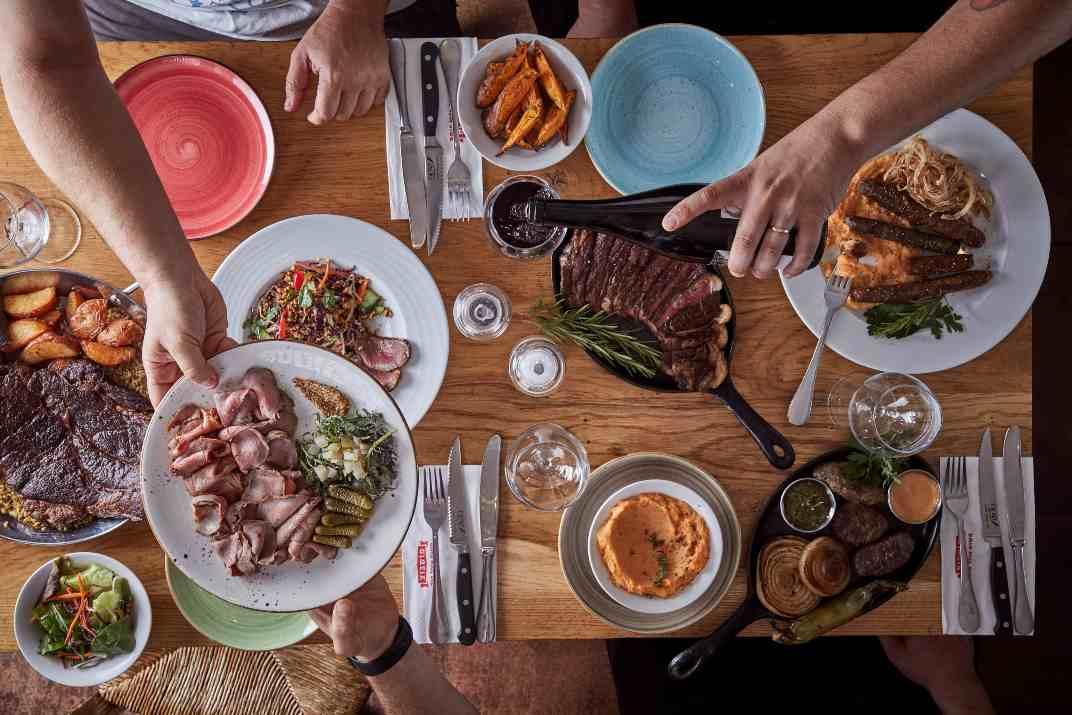 שולחן במסעדת מושבוצ רמות (צילום: באדיבות המקום)