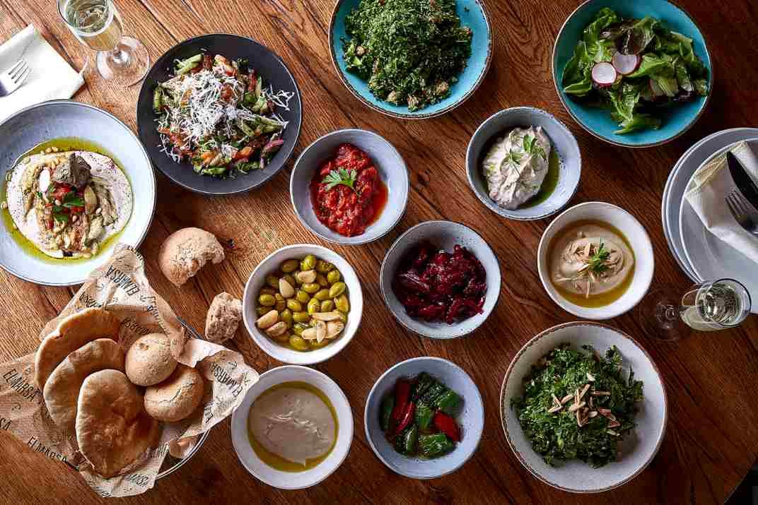 לחם וסלטים במסעדת אלמרסא עכו (צילום: באדיבות המקום)