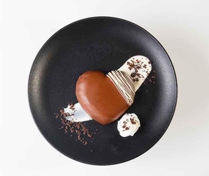 (קפה קפה - קינוח לב משוקולד (צילום: בן יוסטר