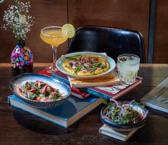 ארוחה בבית קנדינוף (צילום: אנטולי מיכאלו)