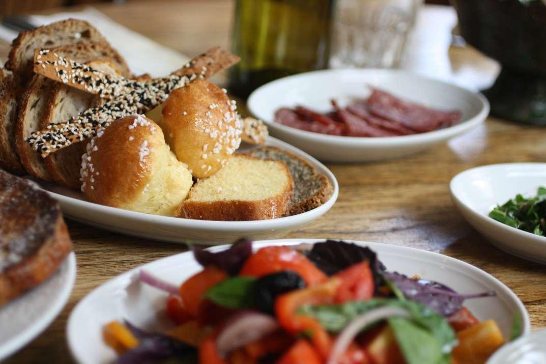 ארוחת בוקר במסעדת לה רפובליקה (צילום: אייל רווח)