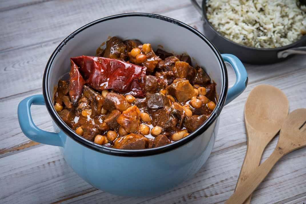 תבשיל בשר ברוטב פיקנטי בכפות תמרים (צילום: רוני בלחסן)