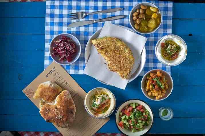 ארוחות הבוקר של רשת כספי (צילום: אנטולי מיכאלו)