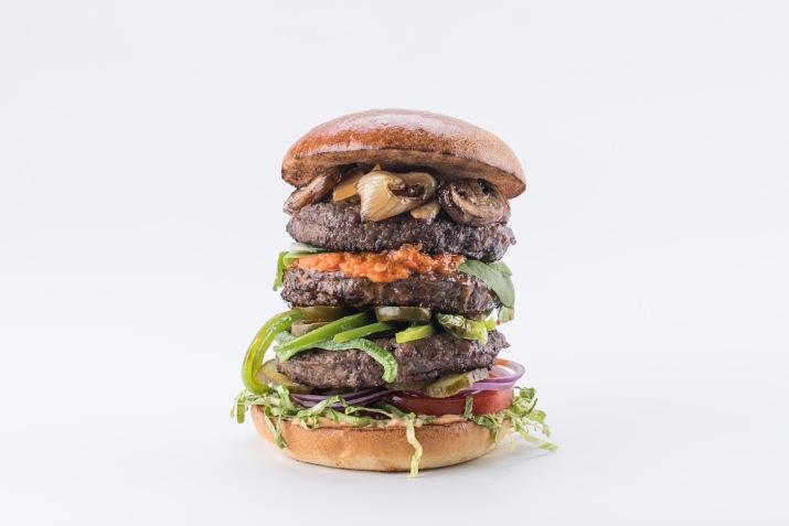 ספיישל יום ההמבורגר ברשת מוזס (צילום: חיים יוסף)