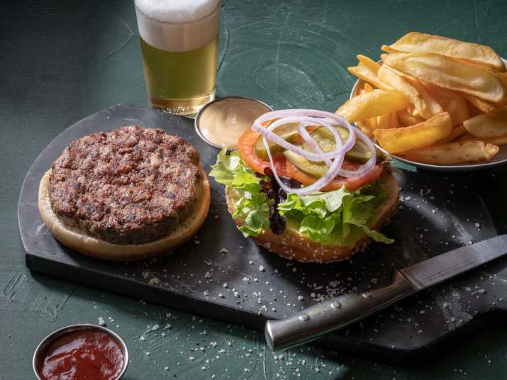 המבורגר במסעדות כרמים (צילום: אנטולי מיכאלו)