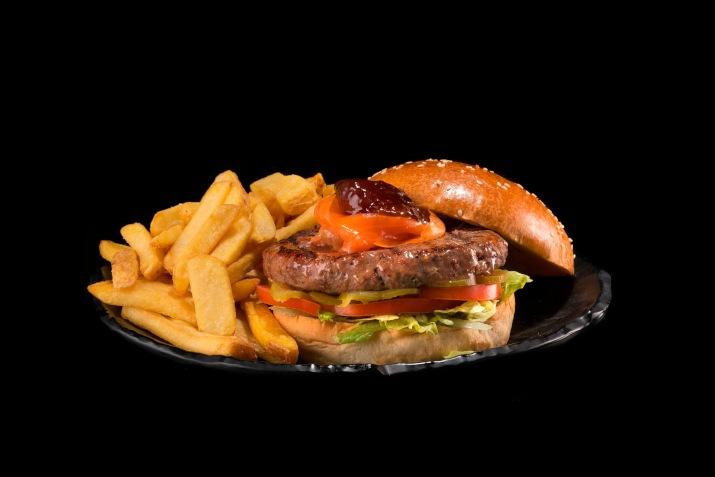 המבורגר ביומנגוס (צילום: תומר בורמד)