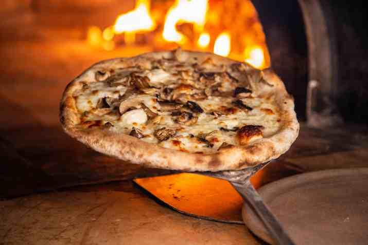 פיצה במסעדת תשבי (צילום: דני גולן)