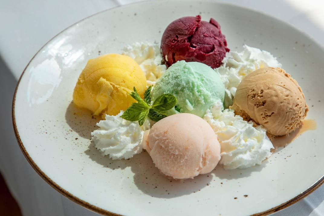 כדורי גלידה בגלידריית אינדומלה (צילום: שרית גופן)