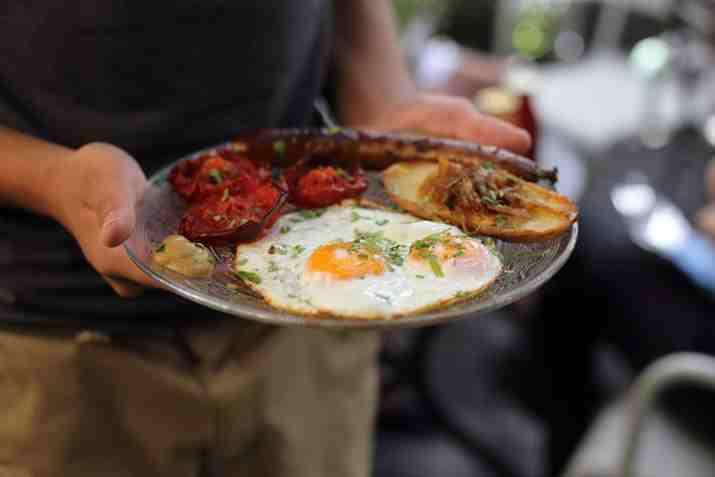 צלחת ארוחת בוקר בגונסי גרדנר (צילום: באדיבות המקום)