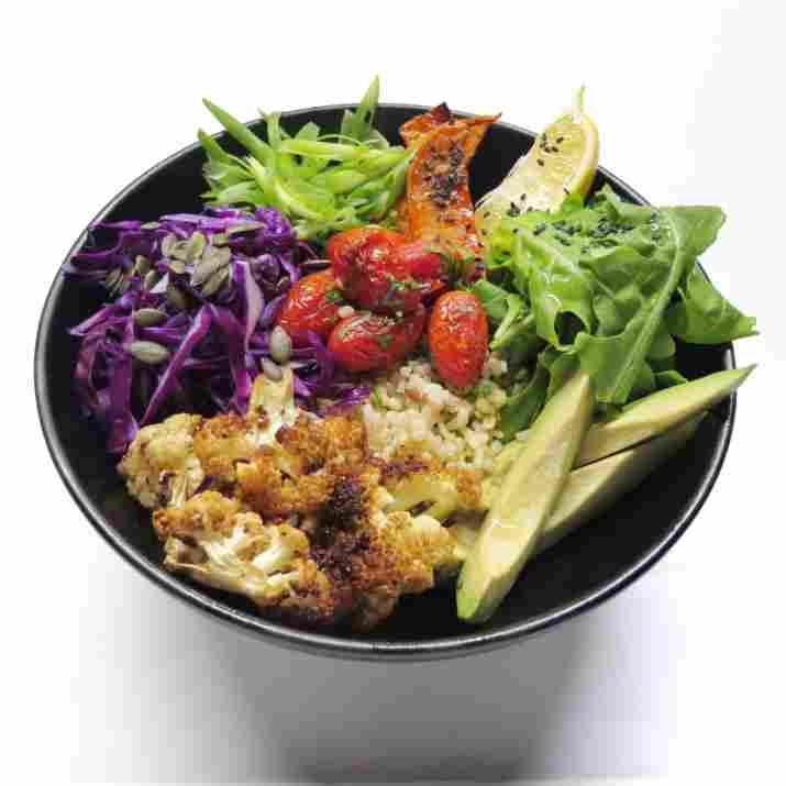 קערת ירקות צלויים בלאב איט (צילום: מארק אורן)
