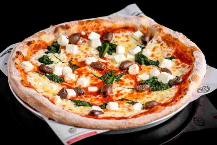 פיצה של מסעדת קופינאס (צילום: גליה אבירם)