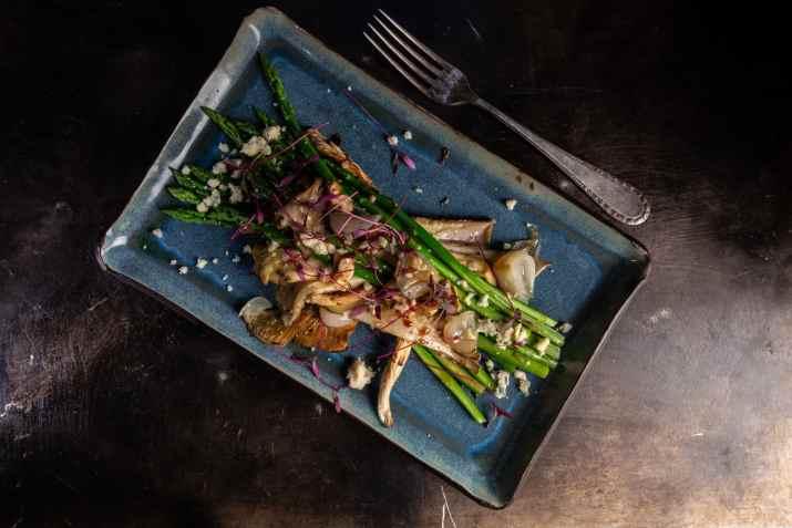 מנת אספרגוס במסעדת אל דנטה (צילום: באדיבות המקום)