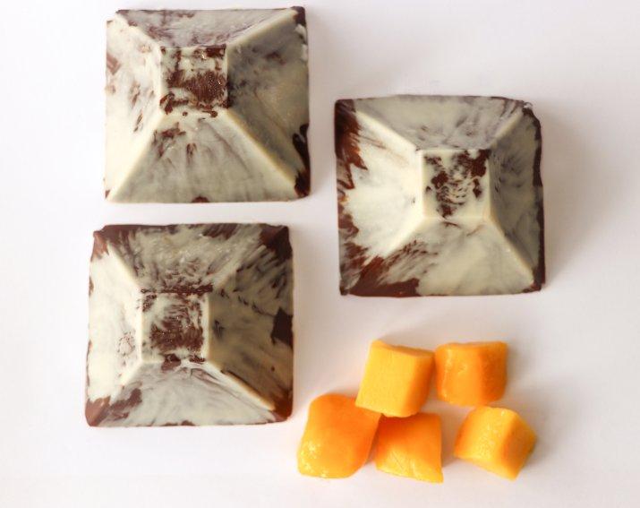 פירמידות שוקולד לליל הסדר (צילום: נועם בן שושן)