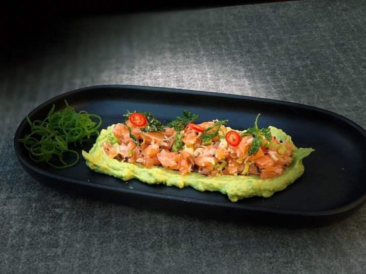 טרטר סלמון ואבוקדו של מסעדת טאיה (צילום: באדיבות יחצ)