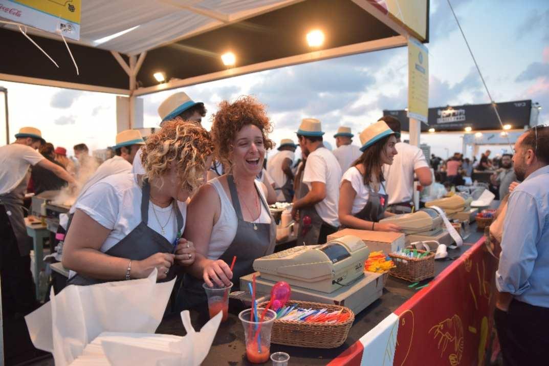 דוכן אוכל בפסטיבל EAT תל אביב (צלם: דודו בר סלע)