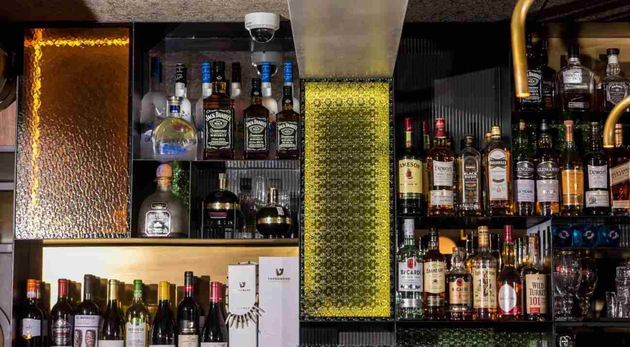בר אלכוהול במסעדת מומו חיפה (צילום: באדיבות המקום)
